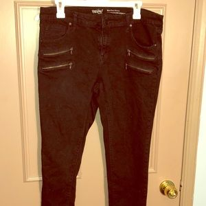 Mid-Rise Skinny with zippers
